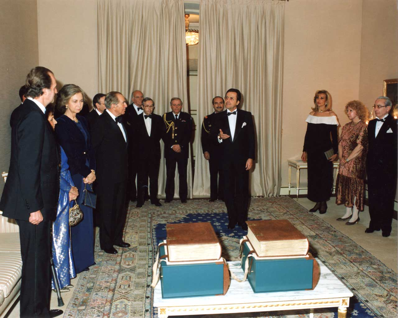 """Mauricio Hatchwell Toledano presents the first two copies of the Alba Bible to King Juan Carlos I of Spain and President Chaim Herzog of Israel  Image © Copyright <small>For use visit: <a href=""""https://www.facsimile-editions.com/copyright/"""">Copyright T&C Facsimile Editions Ltd</a></small>"""